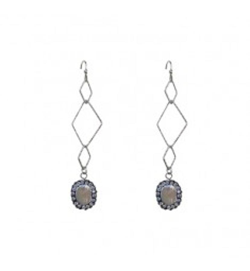 Belle & Flo - Long abstract pearl earrings
