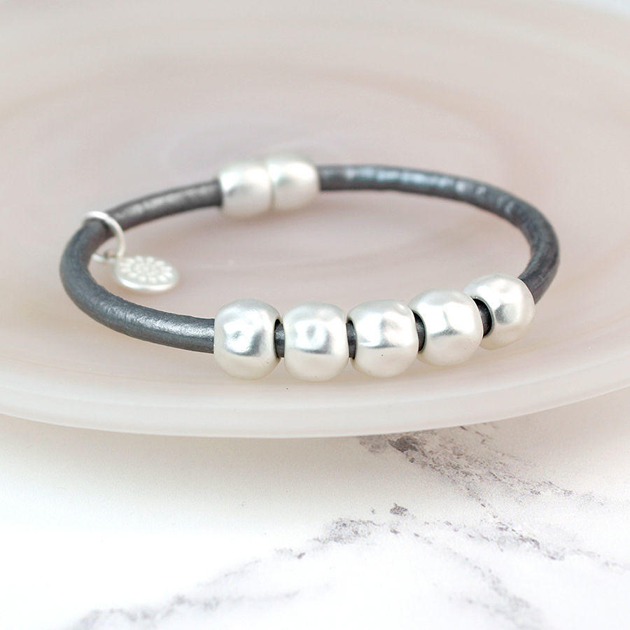 POM - Matt silver/grey bracelet with 5 silver rings