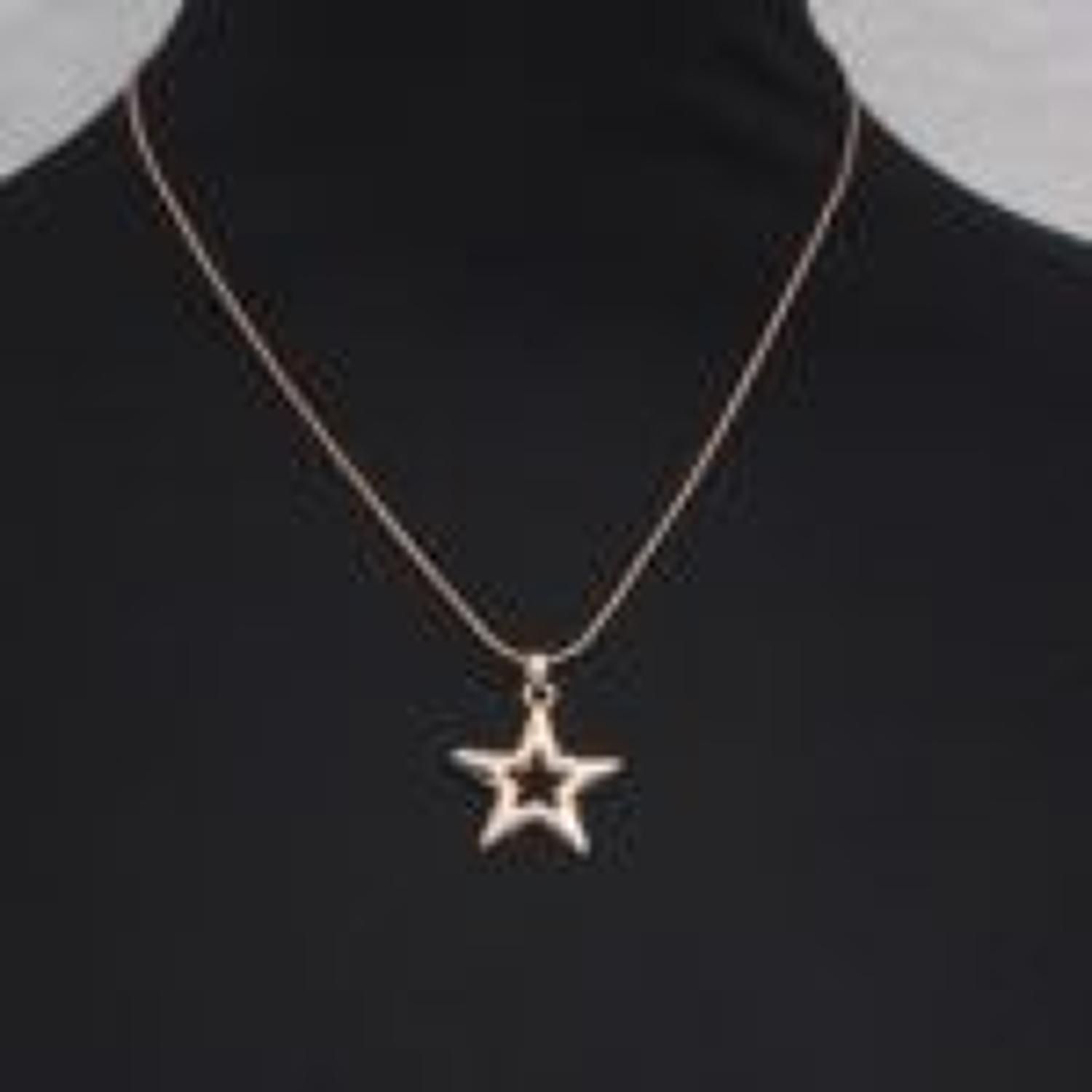 J & L - Short necklace with silver star pendant