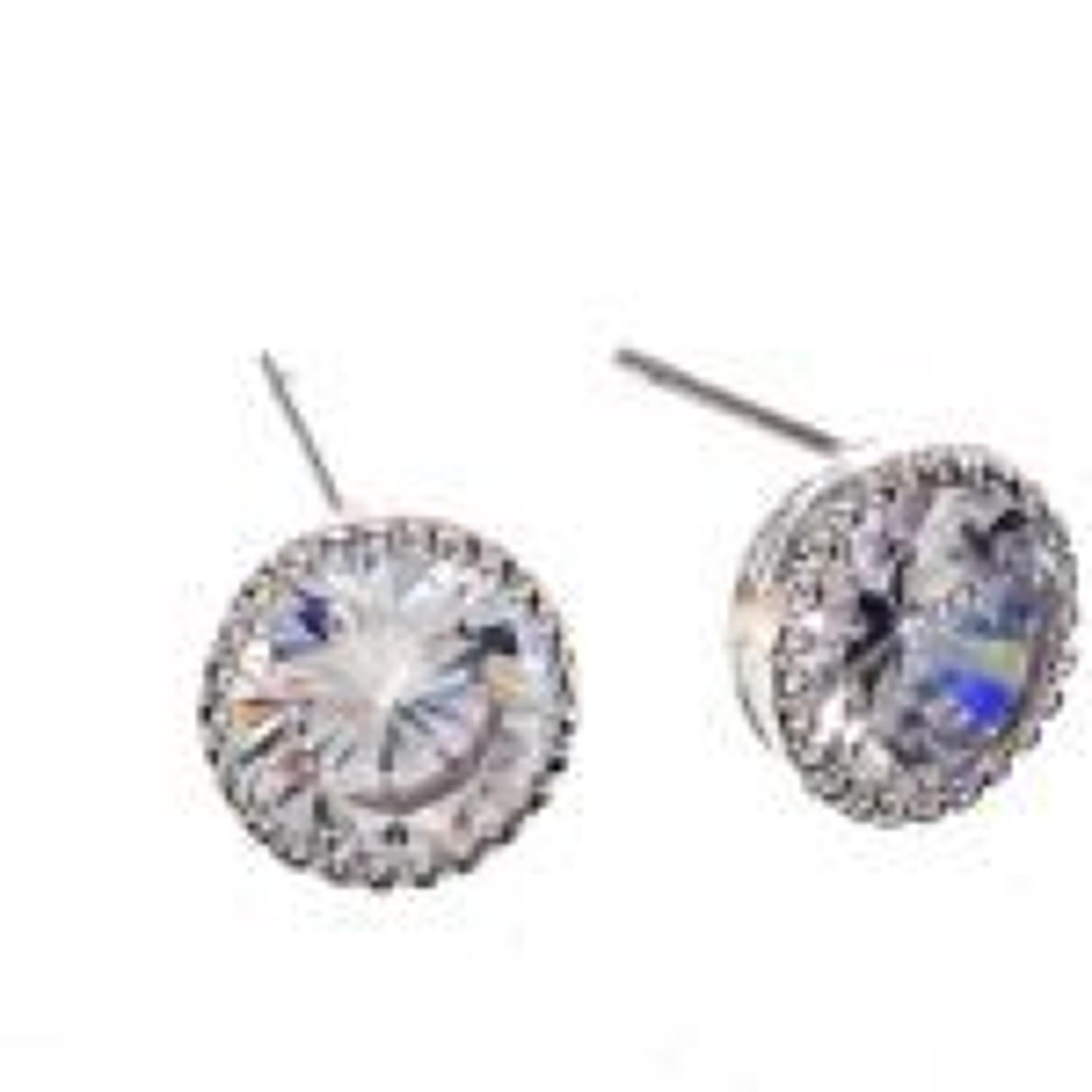 J & L - Glass stud earrings