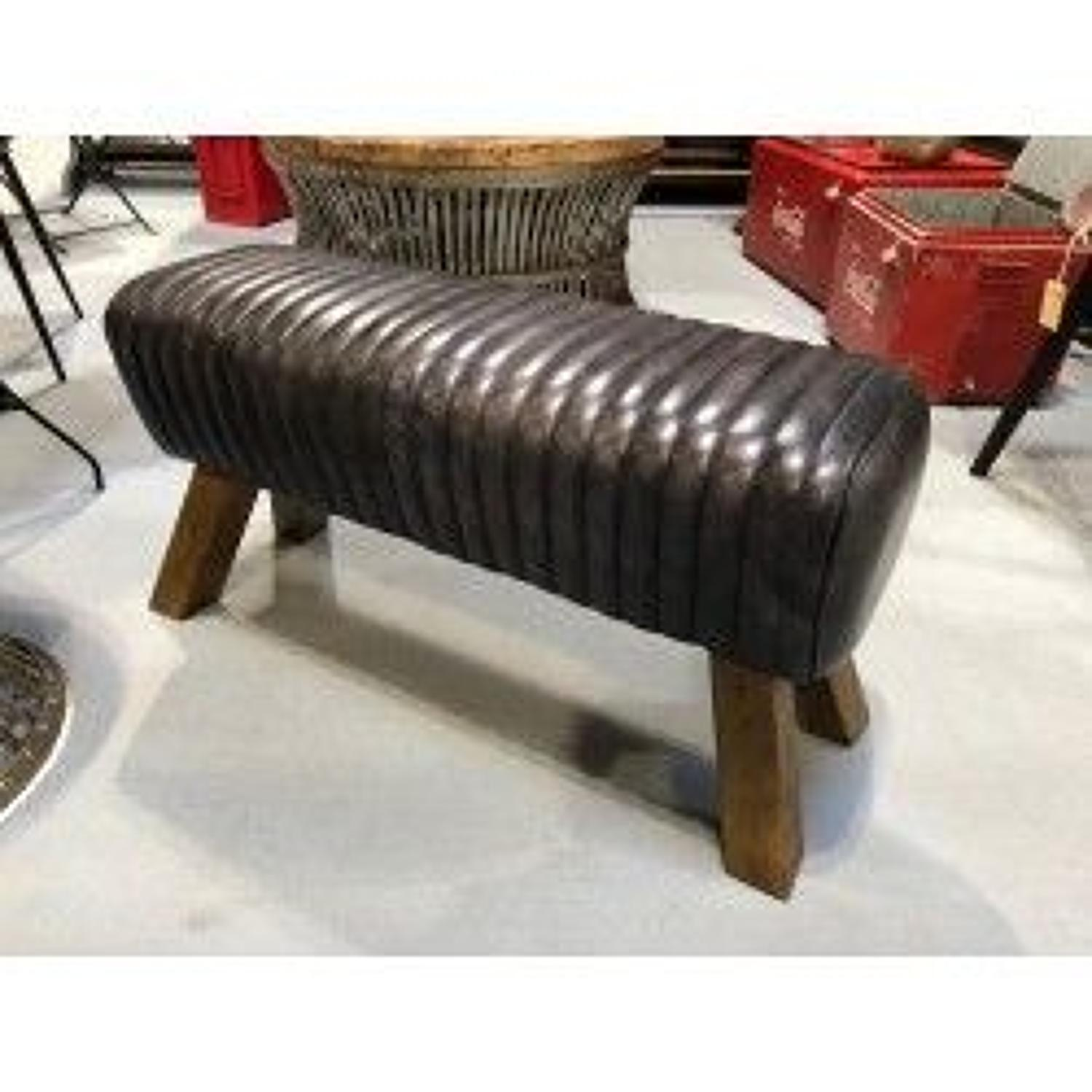 Black leather bench pommel horse style - Wooden feet