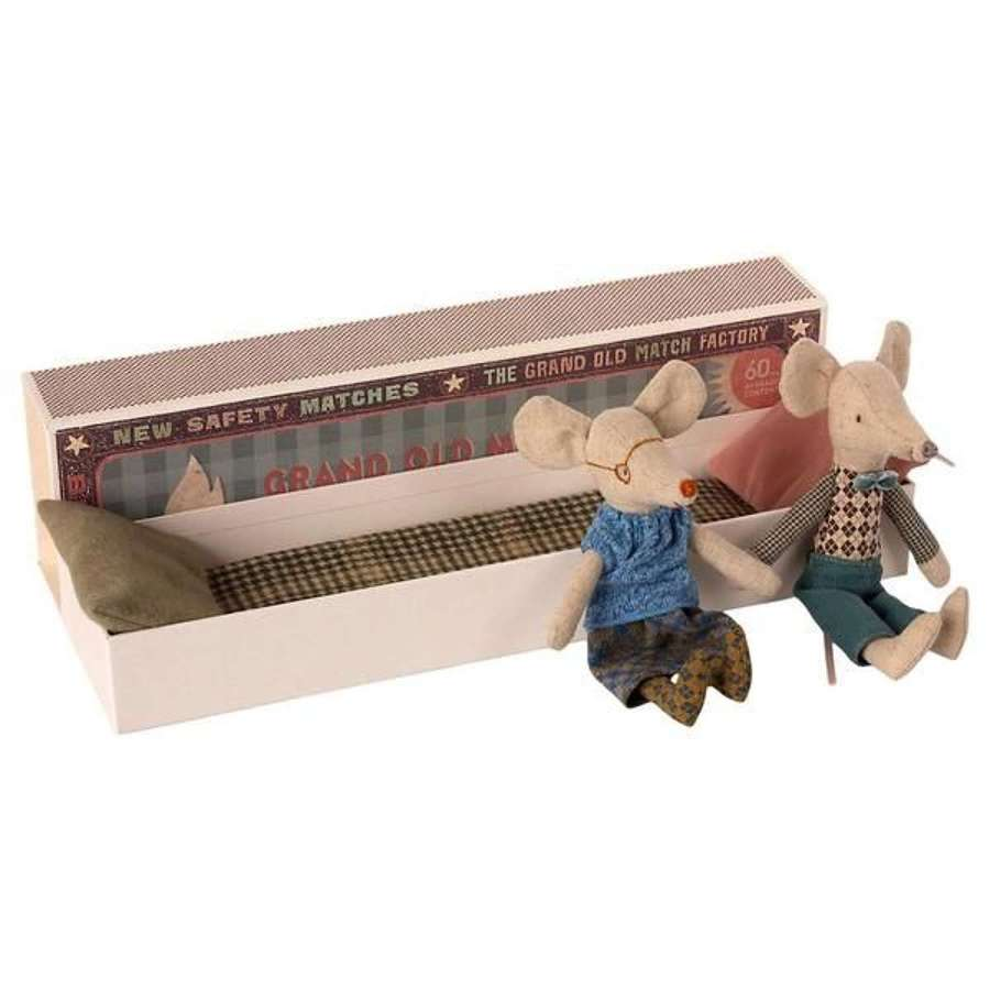 Maileg - Grandparents - they come in a fabulously long box & bedding